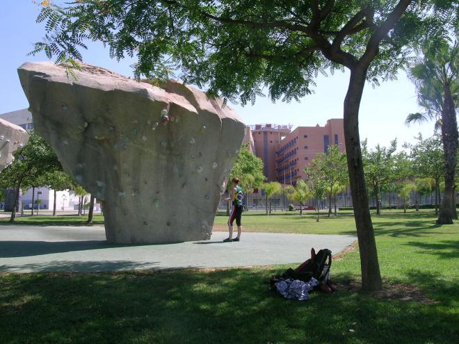 Nana nos Bordi de Valencia, numa area muito bem arborizada