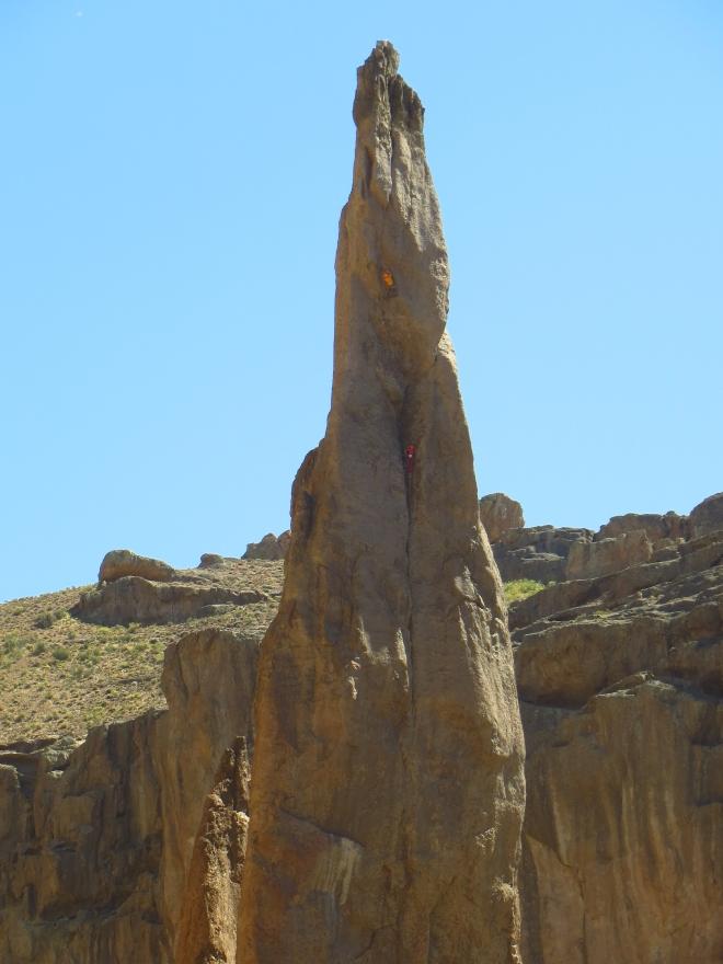 Essa é uma agulha muito proeminente no meio do Canyon. tudo oitavo e nono até a ultima cordada de A0... Loucura!