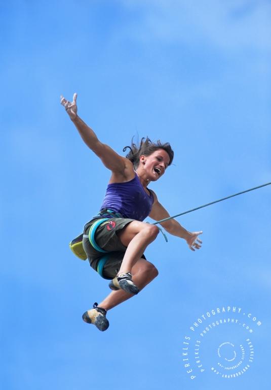 Veja uma das melhores escaladoras do mundo voando: Alguma careta?