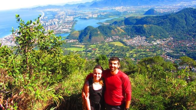 Casal de marmotas escalando pelo Rio