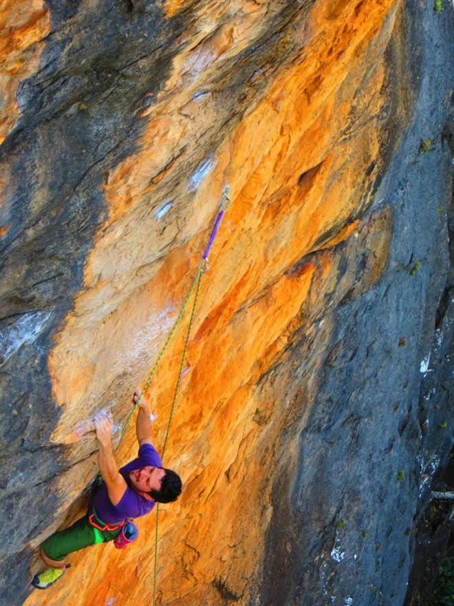 Beto crushing some great Limestone in Serra do Cipó, Minas Gerais. So solid, so Strong dude!