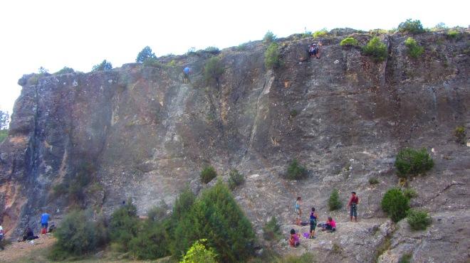 Amigas da marta na mini-oficina de escalada com o Javi.