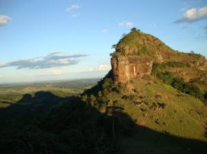 Visual do fim de tarde (leia-se 7h30 na noite). Sombra da segunda pedra de olho na terceira pedra (Sentinela segundo o Shimoto)