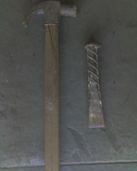 O kit Martelo + Talhadeira (Vulgo caralheitor): Terror das agarras que não quiseram sair.