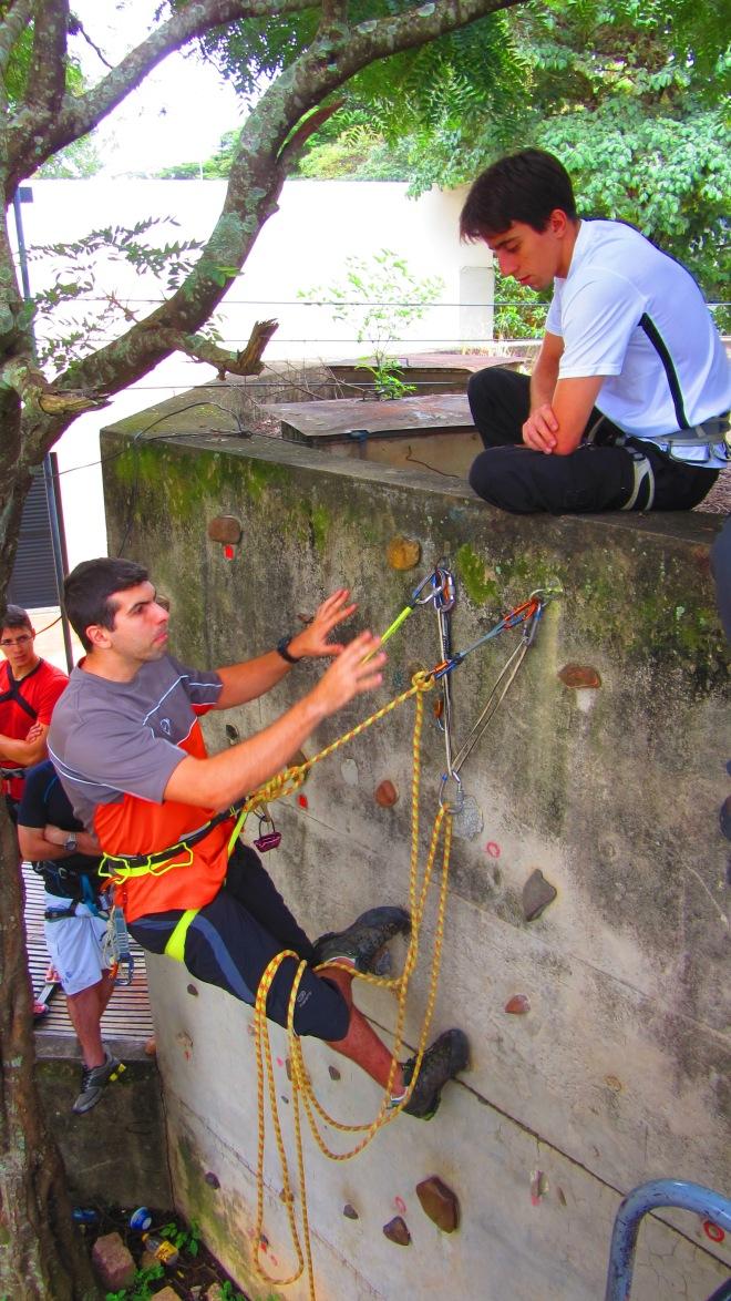 Oficina de Escalada Esportiva do CUME, formando novos escaladores e reciclando os antigos