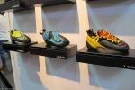A da direita é a nova sapa da La Sportiva com sistema no Edge de cadarço: Genius