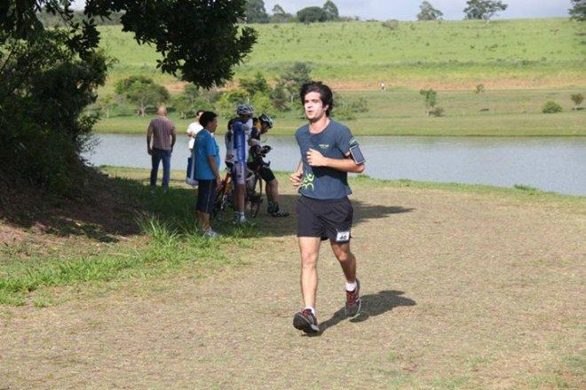 Eu correndo 8.8km no treino aberto do Maurício Ninomiya no Damha em São Carlos-SP.