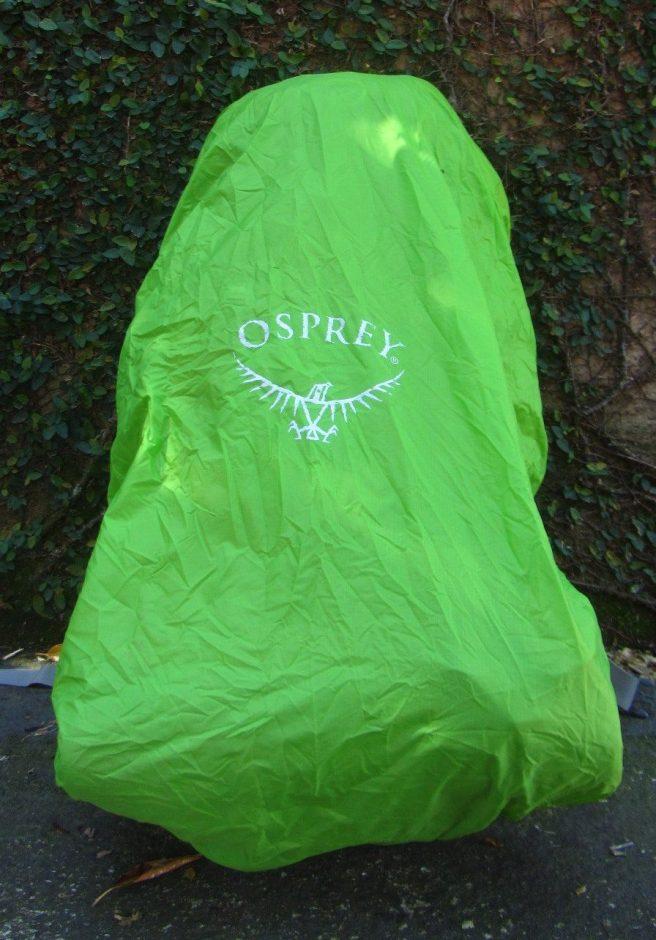 Logo osprey refletivo para mais segurança à noite.