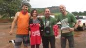 """Marcela com o prêmio de FA feminino no festival, e Daniel """"Bananinha"""" e Wagner pelo FA duplo da """"Barata de Luxo"""""""